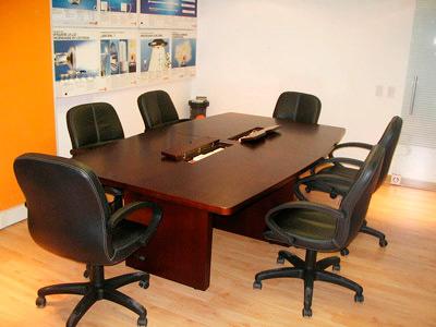 Mesa de reuniones mesa de directorio mesa reuniones for Lista de muebles de oficina