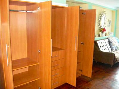 Roperos closet de melamina - Modelos de roperos empotrados ...